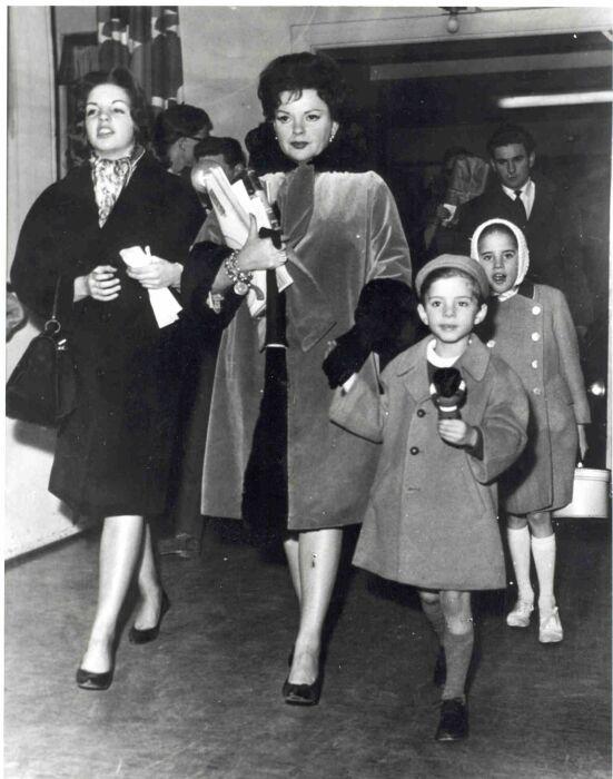 Джуди с детьми. \ Фото: google.com.