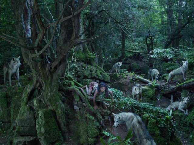 Фото-проект о детях-Маугли на основе невероятных и правдивых историй. Автор работ: Джулия Фуллертон-Баттен (Julia Fullerton-Batten).