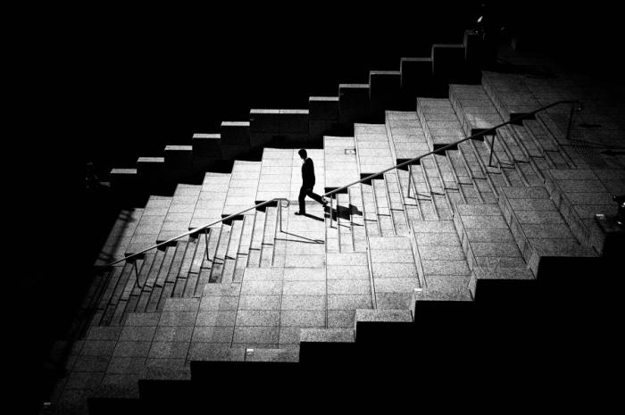 Лестница на цокольном этаже. Автор фото: Джуничи Хакояма (Junichi Hakoyama).