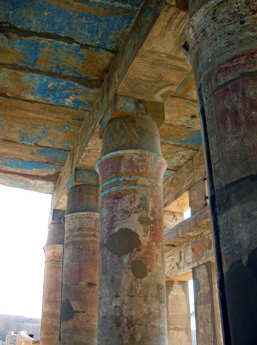 Колонна Палаточный столб, храм Тутмоса III, c. 1479-25 гг. до н.э., Карнак, Египет.