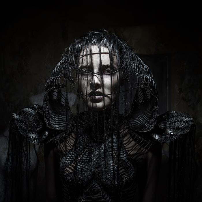 Черный корсет. Автор работ: дизайнер-модельер Катажина Конежка (Katarzyna Konieczka).