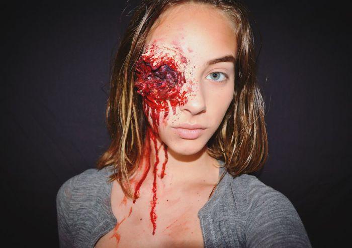 Вырванный глаз Карла — вдохновлена «Ходячими мертвецами».  Автор: Kate Werner.