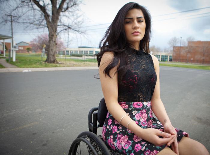 Карина, раненая в возрасте 16-ти лет, во время разборок местных банд в Колорадо.
