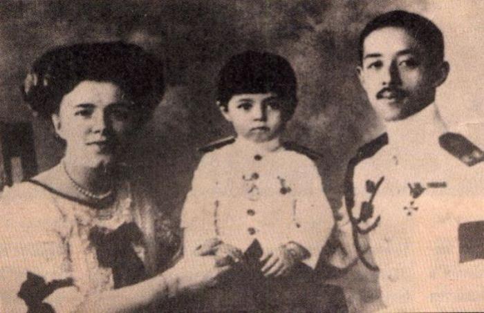 Катя с сыном и с мужем. \ Фото: mama.md.