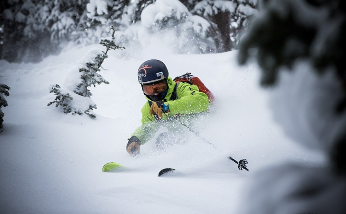 Катание на лыжах. Автор фото: Kevin Winzeler.