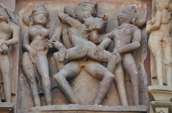 Эротические скульптуры. Деревня Кхаджурахо, Индия.