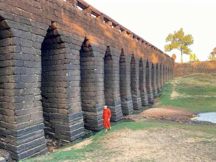 Каменный мост Кхмерской империи. \ Фото: twitter.com.