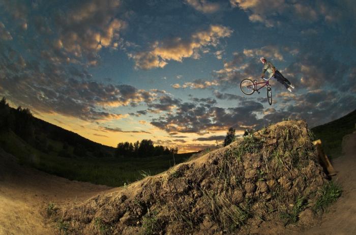 Прыжок в закат. Автор фото: Kirill Umrikhin.