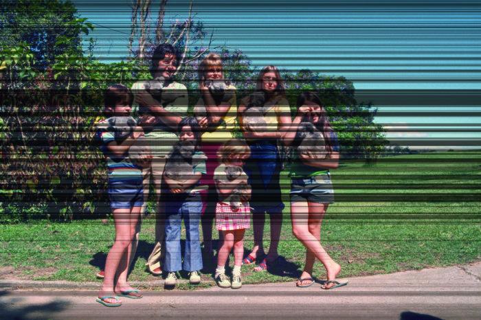 Пол МакКартни с семьёй, Брисбен, 1975 год. Автор: Koh Hasebe.