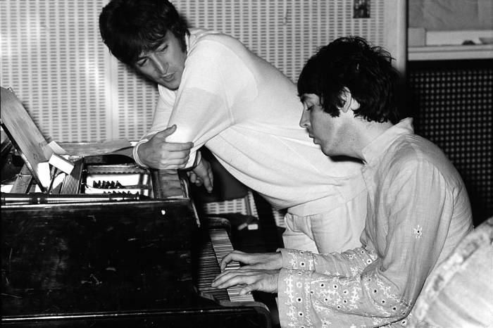 Джон Леннон и Пол Маккартни, Лондон, 1967 год. Автор: Koh Hasebe.