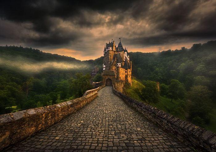 Дорога к замку. Автор: Krzysztof Browko.