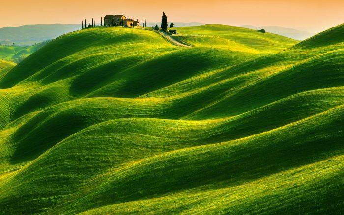 Домик в зелёной долине. Автор: Krzysztof Browko.