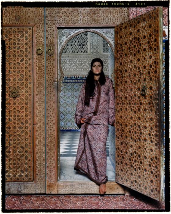 Выхода нет. Автор работ: марокканская художница Лала Эссаиди (Lalla Essaydi).