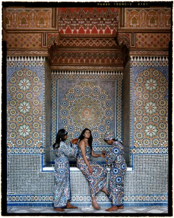 Восточные красавицы. Автор работ: марокканская художница Лала Эссаиди (Lalla Essaydi).