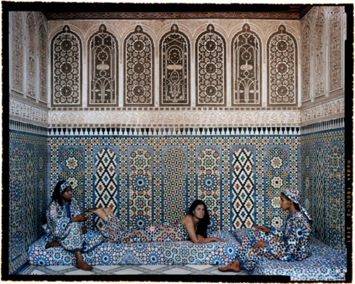 В стенах гарема. Автор работ: марокканская художница Лала Эссаиди (Lalla Essaydi).