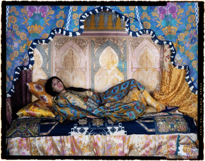 Восточная женщина. Автор работ: марокканская художница Лала Эссаиди (Lalla Essaydi).
