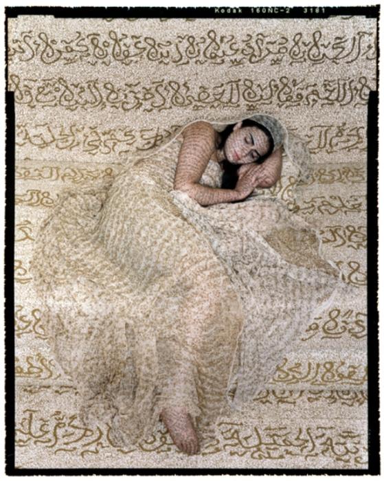 Отдых. Автор работ: марокканская художница Лала Эссаиди (Lalla Essaydi).