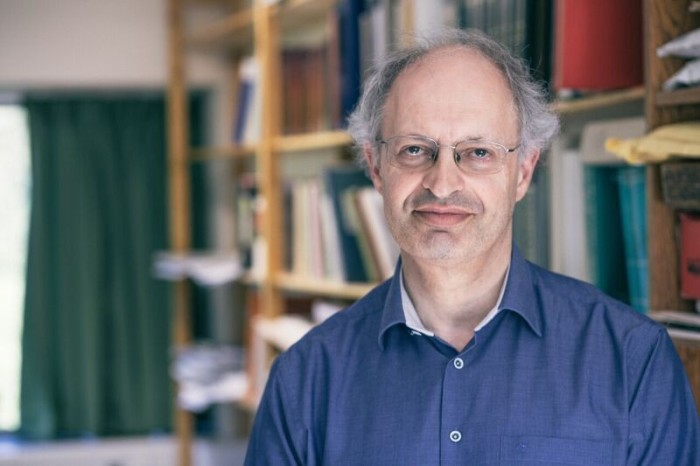 Джеффри  Хан, британский лингвист, еврей и сирацист, преподаватель иврита Regius в Кембриджском университете. \ Фото: medium.com.