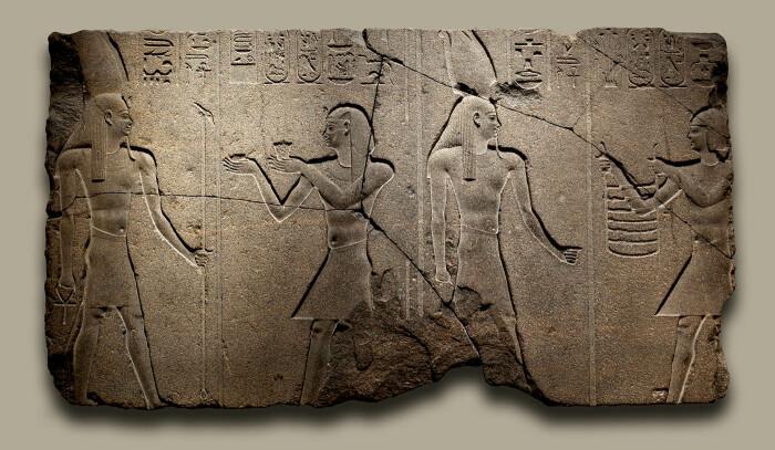 Нектанеб II и Осирис, 360-343 до н. э. \ Фото: metmuseum.org.