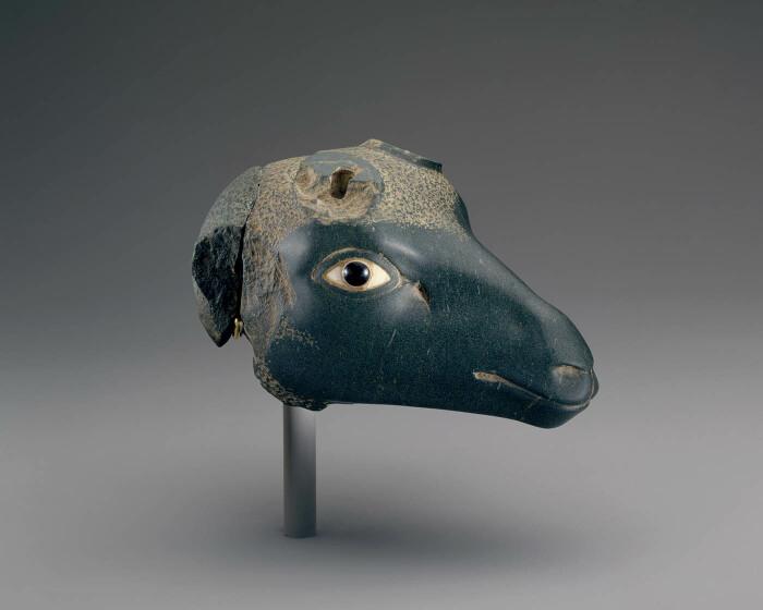 Голова антилопы, династия 27, 525-404 до н. э. \ Фото: twitter.com.