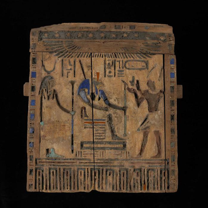 Деревянная дверь наоса с изображением Дария I, династия 27, 522-486 до н. э. \ Фото: britishmuseum.org.