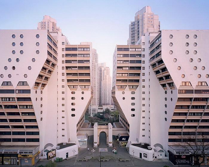 Позабытые Богом и временем жилые комплексы Парижа в фотографиях Лорена Кроненталь (Laurent Kronental).