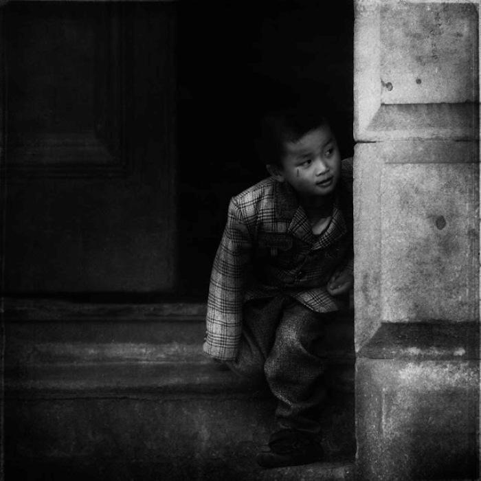 Бездомный ребенок.  Автор работ: фотограф Ли Джеффрис (Lee Jeffries).