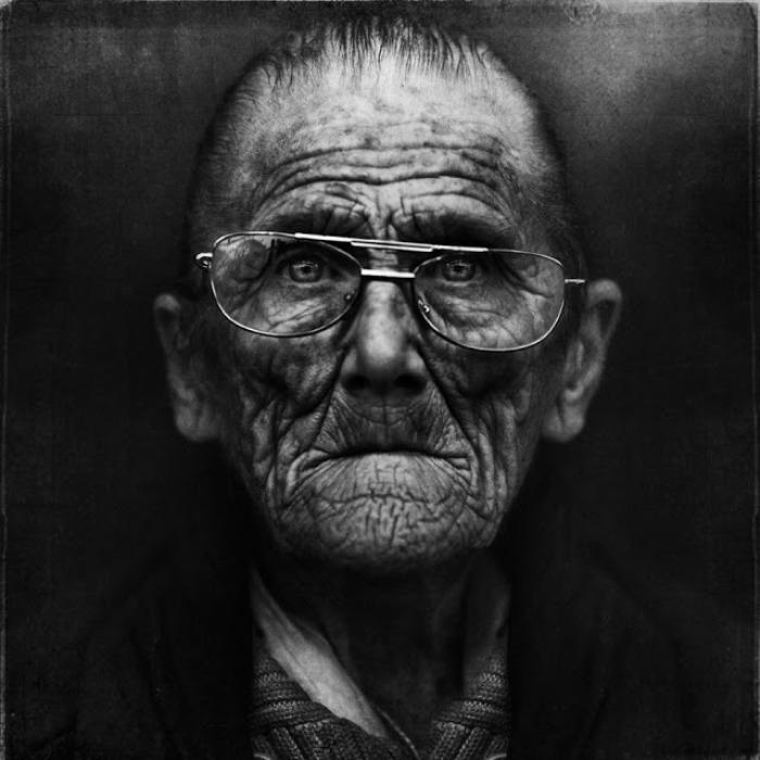 Портрет бездомного мужчины. Автор работ: фотограф Ли Джеффрис (Lee Jeffries).