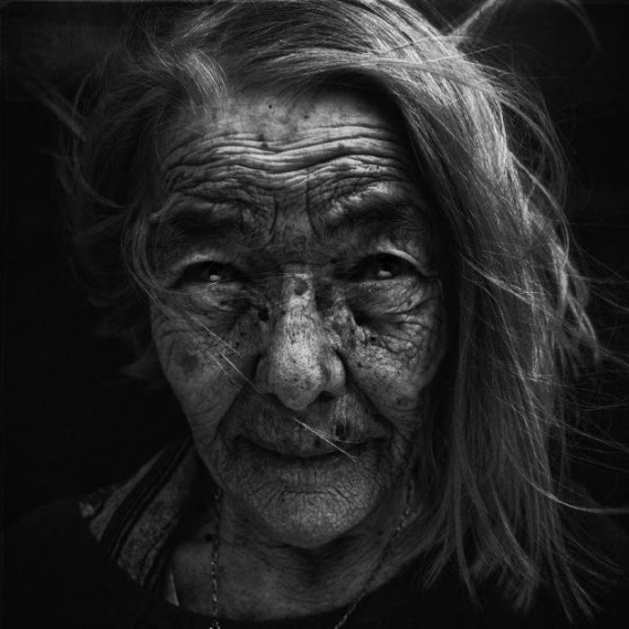 Бездомная женщина. Автор работ: фотограф Ли Джеффрис (Lee Jeffries).