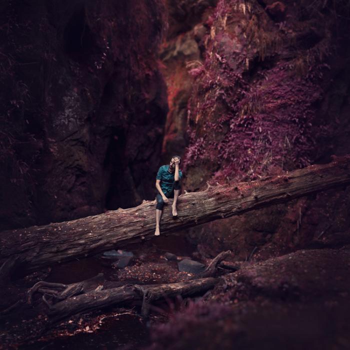 Заблудившийся в таинственном лесу. Автор: Leigh Eros.