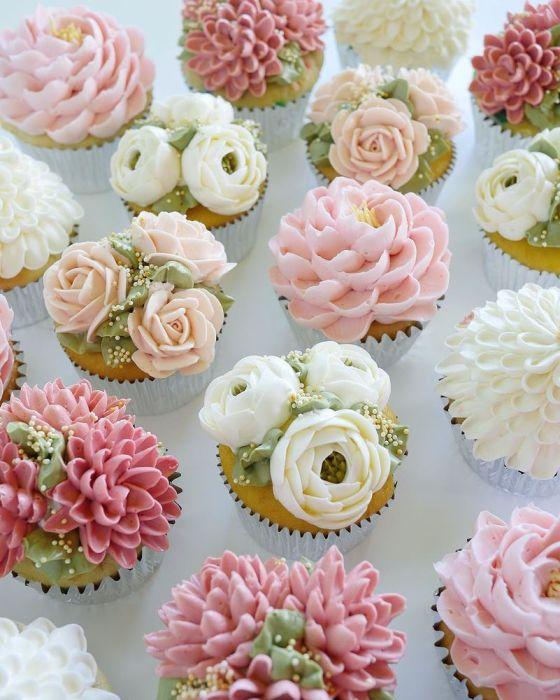 Цветочные пирожные. Автор: Leslie Vigil.
