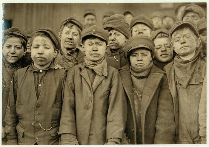 Работники угольной шахты. Автор фото: Льюис Хайн (Lewis Hine).