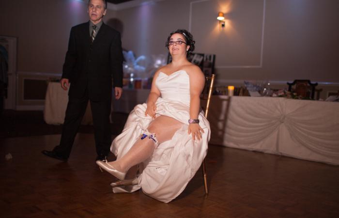 Свадьба проходила в лучших традициях, была даже подвязка.