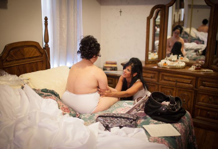 Дженис помогает дочери готовиться к свадьбе, Риччина очень переживала и нервничала.