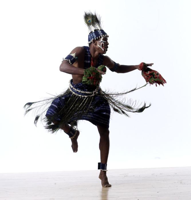 Ритуальный танец. Автор: Lois Greenfield.