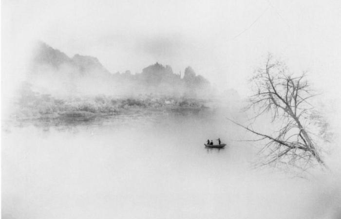 Одна лодка, пересекающая тысячи рек, 1963 год. Автор: Long Chingsan.