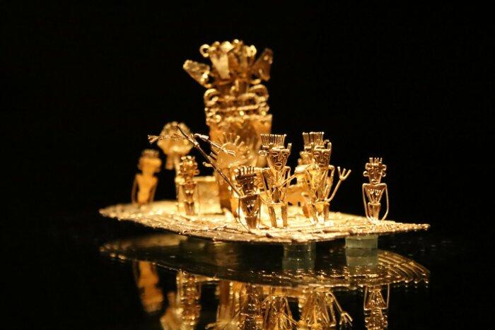 Древнее произведение искусства, изображающее происхождение мифа об Эльдорадо, Музей золота в Боготе. \ Фото: rove.me.