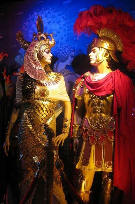 Марк Антоний и Клеопатра. \ Фото: k.sina.com.cn.