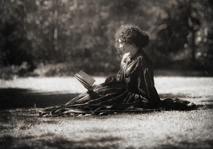 В её саду (In her garden). Автор фото: Магдалена Рассока (Magdalena Russocka).