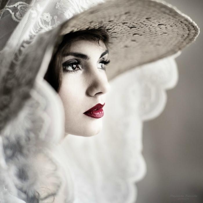 Она (she...). Автор фото: Магдалена Рассока (Magdalena Russocka).