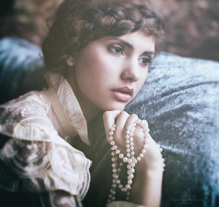 Женщина с жемчужной нитью (Woman and a pearls...). Автор фото: Магдалена Рассока (Magdalena Russocka).