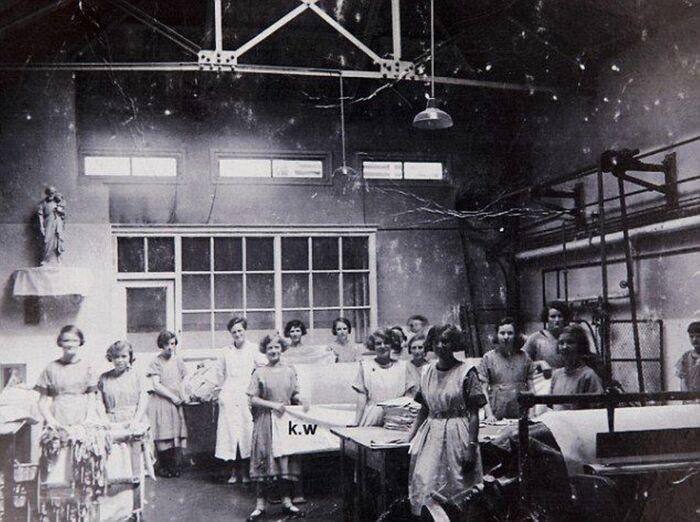 Женщины, ставшие заложницами приюта Магдалины. \ Фото: mirror.co.uk.