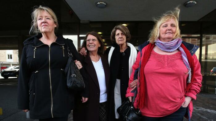 Оставшиеся в живых (слева направо) Морин Салливан, Мэри Макманус, Китти Дженнет и Мэри Смит в офисе комиссии по правовой реформе в Дублине. \ Фото: antg.cand.com.vn.