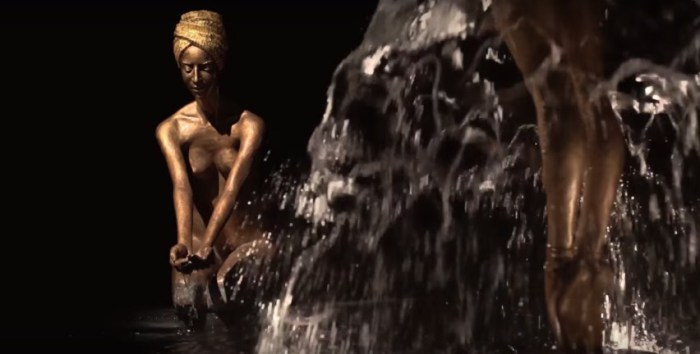 Бронза и вода. Скульптор: Малгожата Ходаковская (Malgorzata Chodakowska).