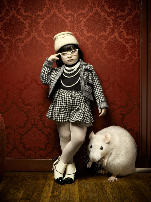 Маленькая модница с любимым питомцем. Автор: Marc Da Cunha Lopes.