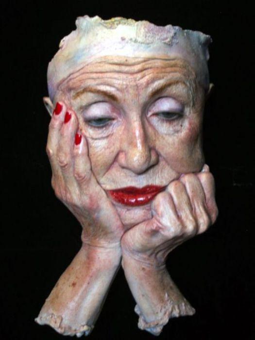 Пожилая актриса.