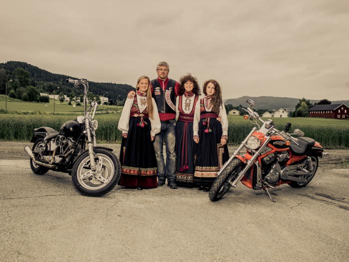 Пол из «Ангелов Ада» в Драммене со своей семьёй. Автор фото: Marcel Lelienhof.