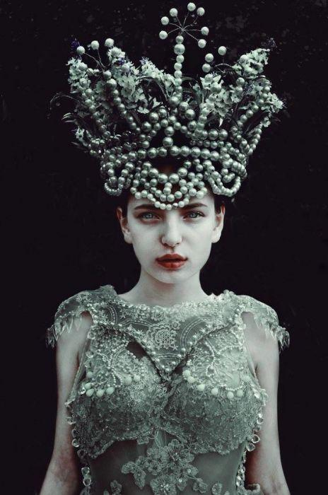 Роскошные костюмы в славянском стиле. Автор: Marcin Nagraba.