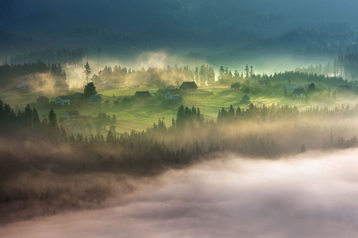 At the dawn. (На заре). Бескиды, Польша. Фото Marcin Sobas.