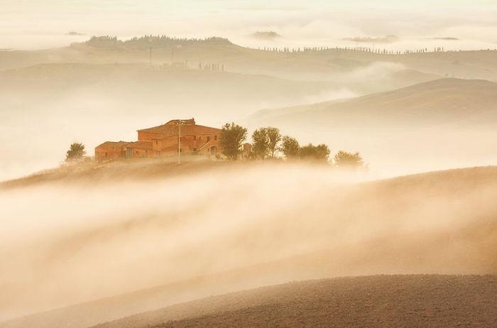 Sleepy morning. (Сонное утро). Таскана, Италия. Фото Marcin Sobas.